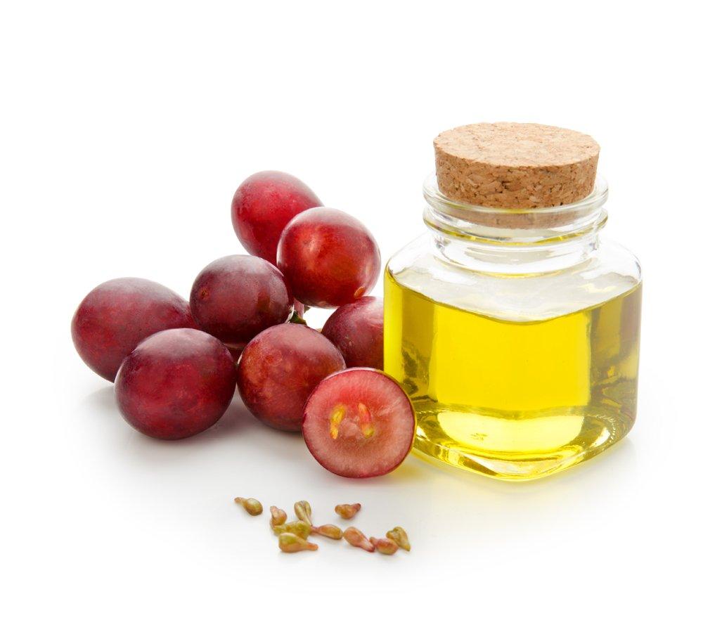 Масла виноградной косточки имеют желто-зелёный оттенок и вязкую структуру, напоминающие масло оливковое.